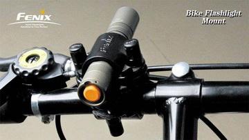 Montiert an Fahrradlenker<small>&copy Fenix</small>