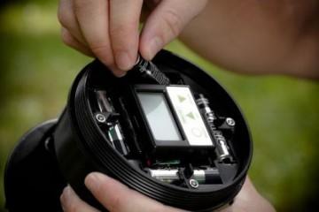 Batterie einlegen<small>&copy Moultrie</small>